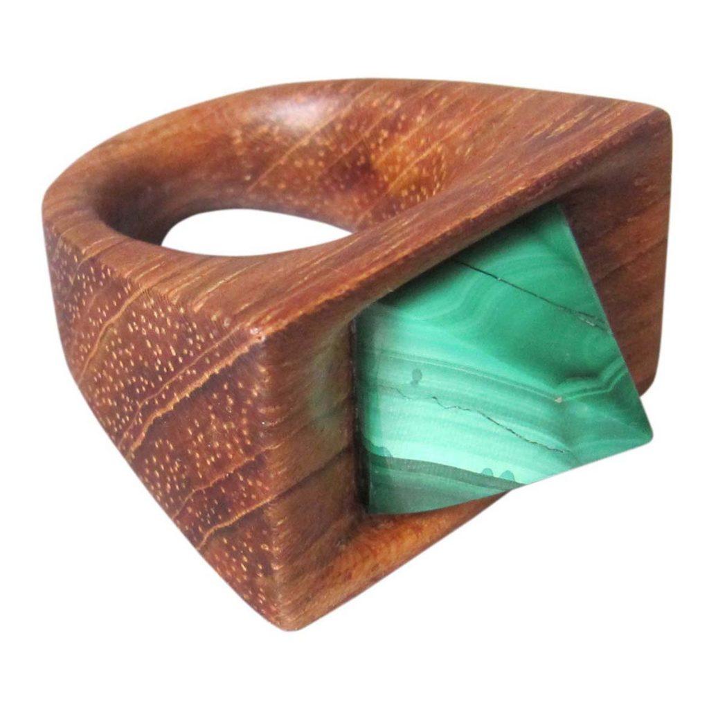 Žiedas su akmeniu (merbau, malachitas) | Adomo medis